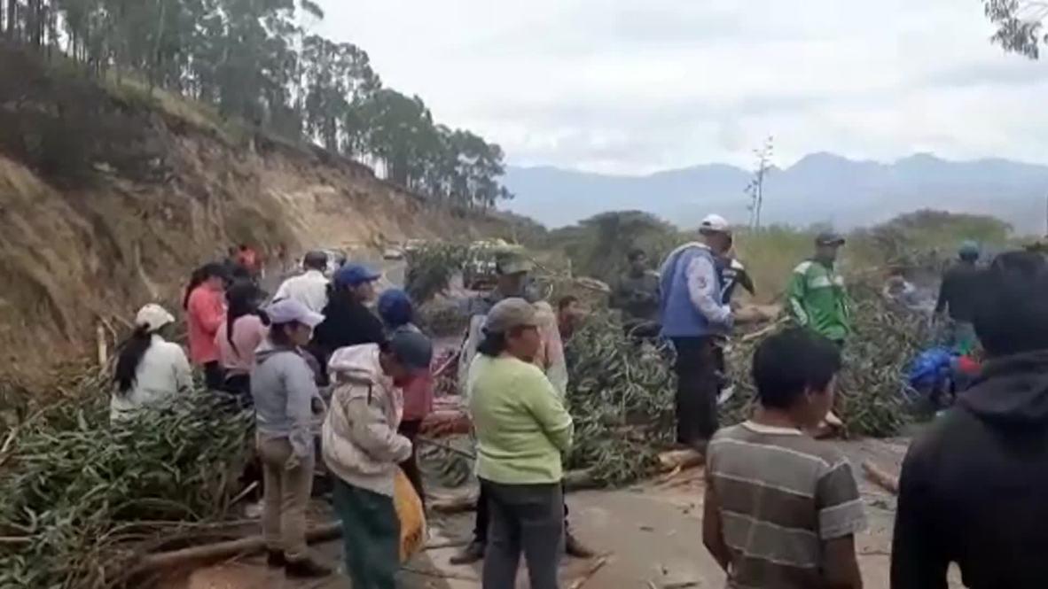"""Ecuador: Bloquean carretera durante """"estado de excepción"""" declarado por grupos indígenas"""
