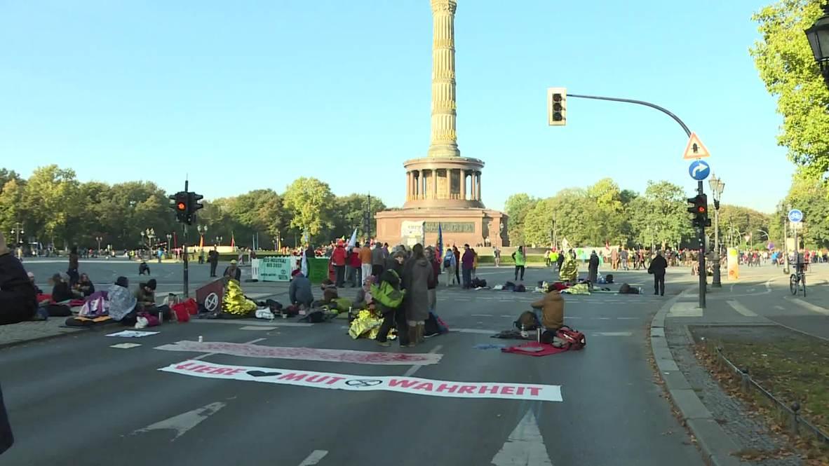 Germany: Extinction Rebellion protesters block roads in Berlin