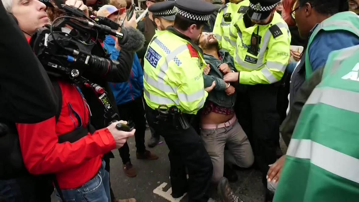 UK: Dozens arrested as Extinction Rebellion protesters block London roads
