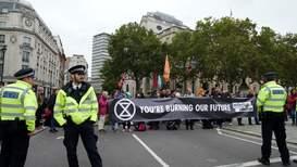 Reino Unido: Protesta de 'Extinction Rebellion' contra el cambio climático bloquea el centro de Londres
