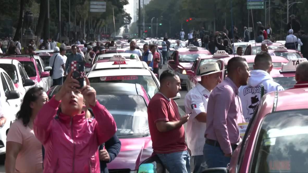 México: Miles de taxistas bloquean las calles de Ciudad de México en protesta contra Uber