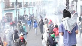 Ecuador: Manifestantes se enfrentan a la policía durante las protestas antigubernamentales