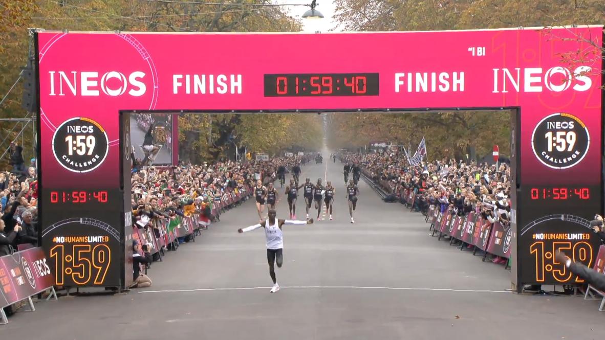 النمسا: الكيني إيليود كيبتشوجي أول عداء يكمل سباق الماراثون في أقل من ساعتين