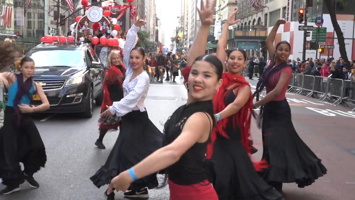 """EE.UU.: Comunidad latina celebra su cultura durante el """"Desfilede la Hispanidad"""" en Nueva York"""