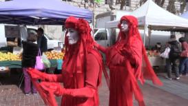 EE.UU.: Activistas de 'Extinction Rebellion' escenifica una muerte en una protesta en San Francisco