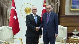 Turquía: Pence se reúne con Erdogan para hablar sobre la ofensiva en Siria