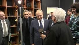 Россия: Путин поздоровался со Старухой Шапокляк во ВГИКе