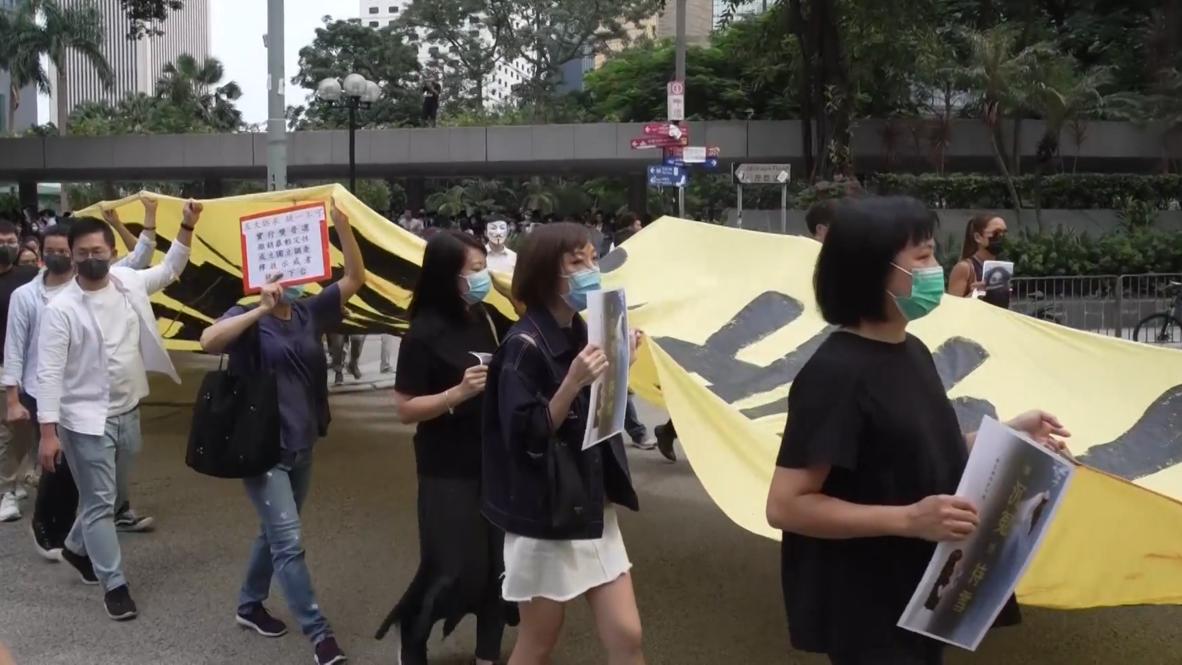 Hong Kong: Manifestantes antigubernamentales protestan por la presunta brutalidad policial
