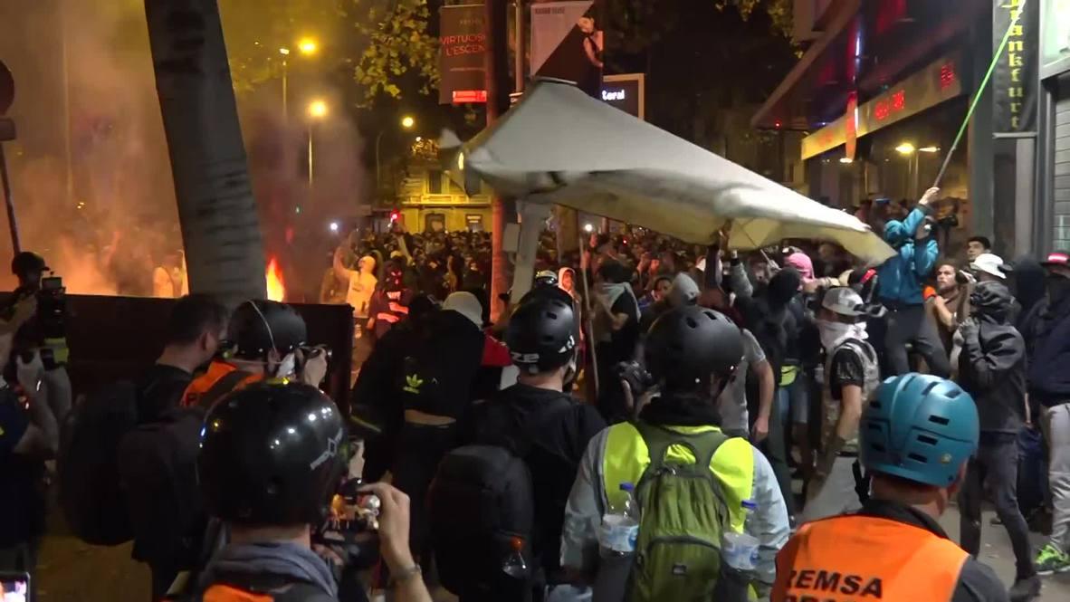 España: Disturbios sacuden Barcelona por sexta noche consecutiva