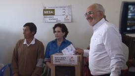 Bolivia: Presidential candidate Carlos Mesa votes in La Paz