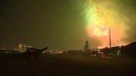 Россия: Московское небо окрасил салют в память об освобождении Белграда