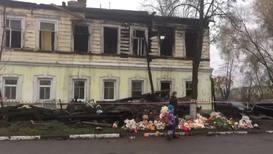 Россия: Стихийный мемориал возник на месте гибели пятерых детей