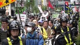 Japón: Manifestantes y simpatizantes se reúnen por la entronización del Emperador Naruhito en Tokio