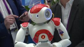 """Россия: """"Умная футболка"""" и робот-учитель. Второй день форума """"Открытые инновации"""" в Сколково"""