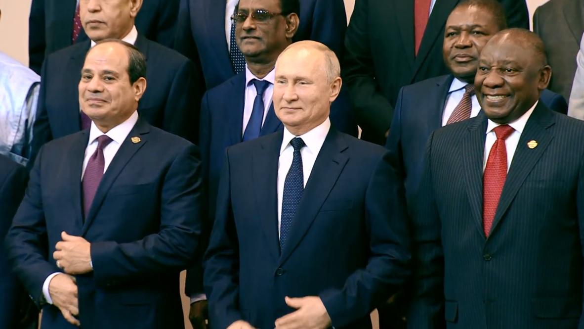 روسيا: بوتين والسيسي يلتقطان صورة تذكارية مع قادة الدول الإفريقية