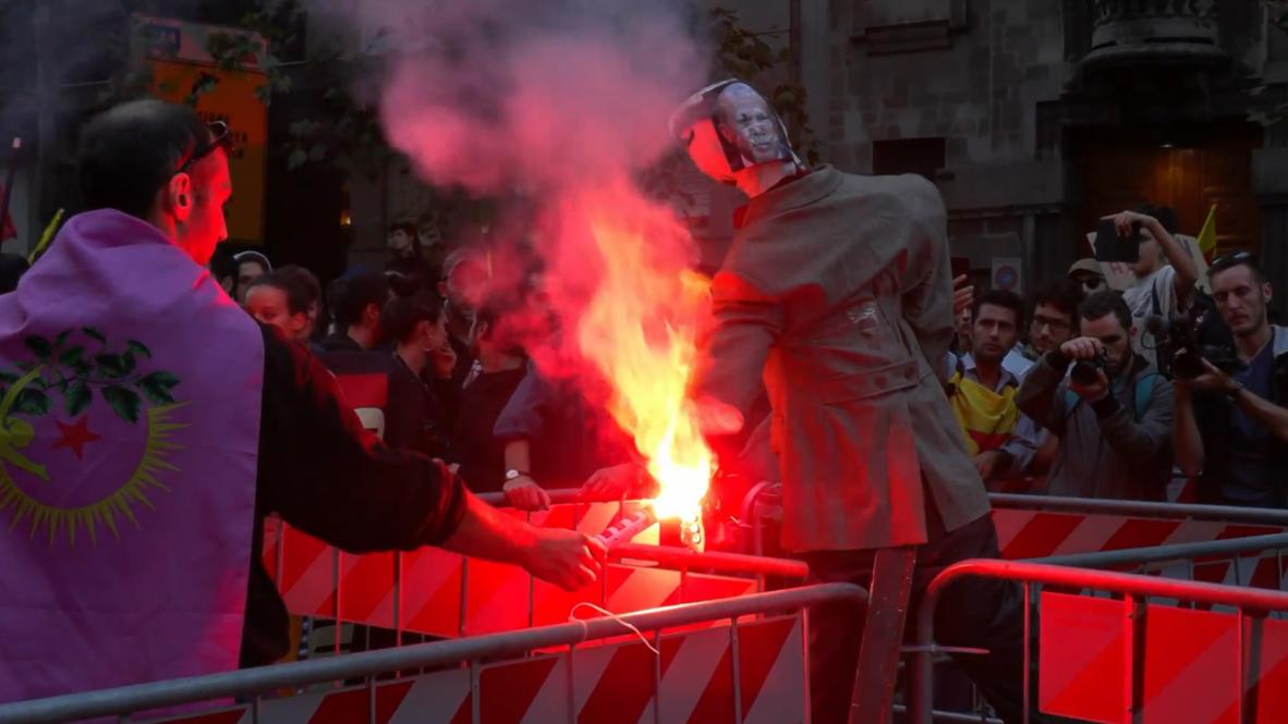 Italia: Queman una efigie de Erdogan en una manifestación pro kurda en el consulado turco de Milán