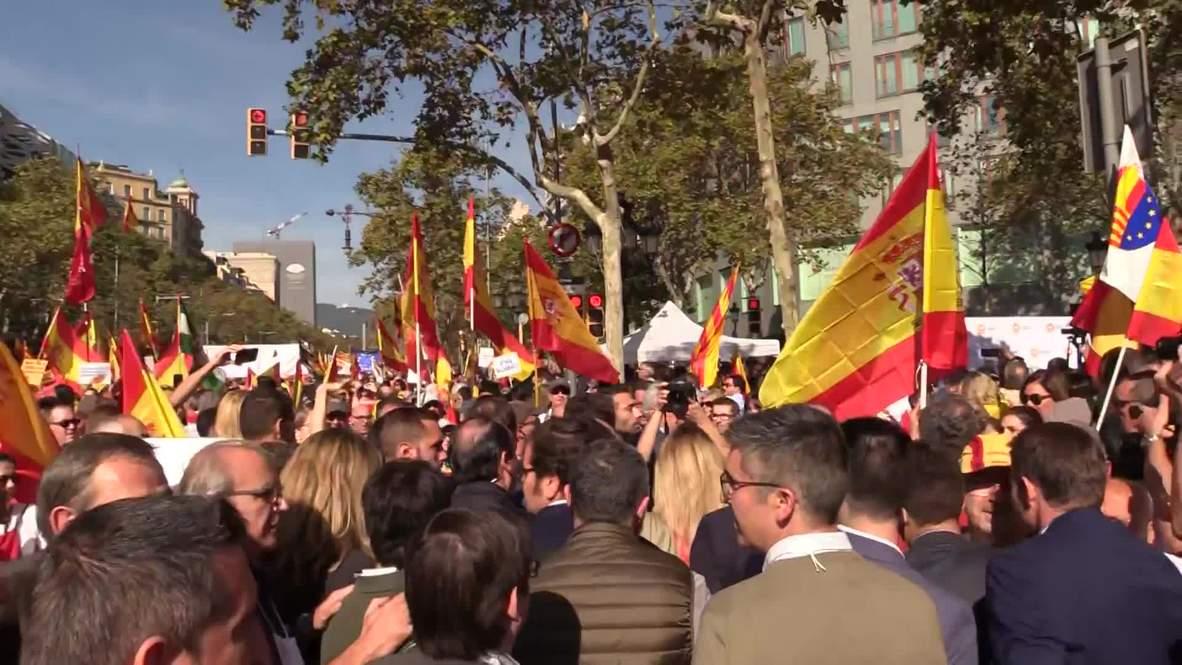 España: Manifestantes se congregan en Barcelona en contra de la independencia de Cataluña