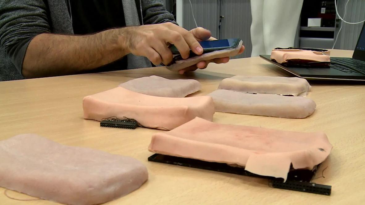 Estudiante francés de tecnología coloca PIEL sobre los móviles para mejorar la interacción con el dispositivo