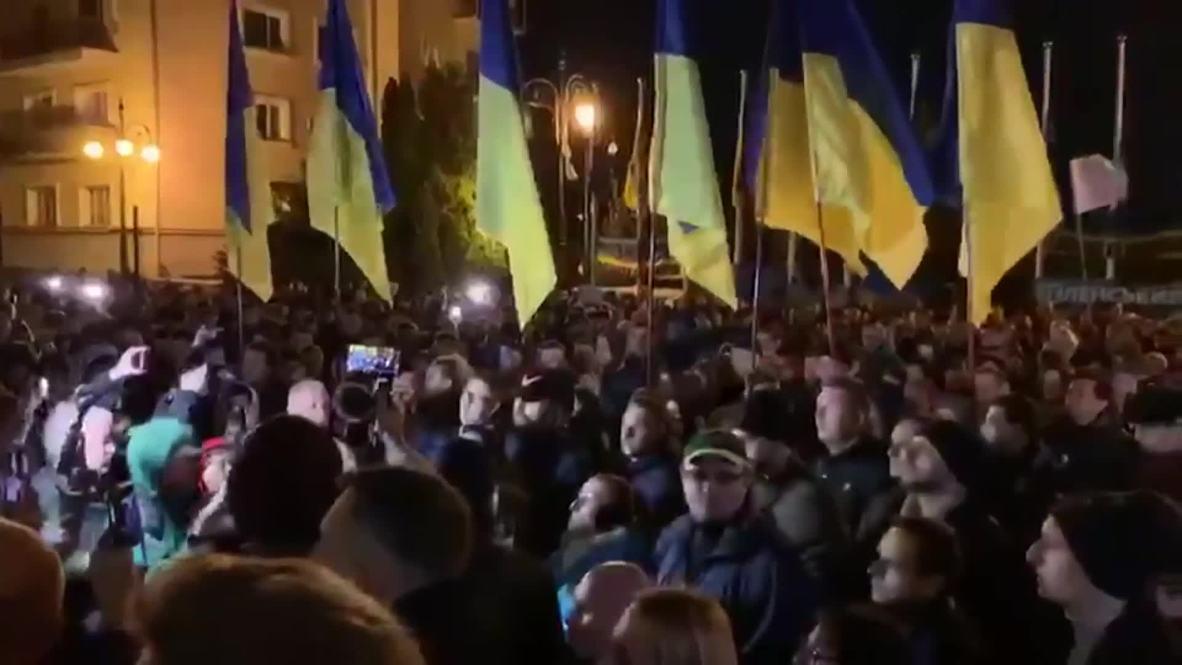 Украина: Активисты в Киеве выступили против разведения сил в Донбассе