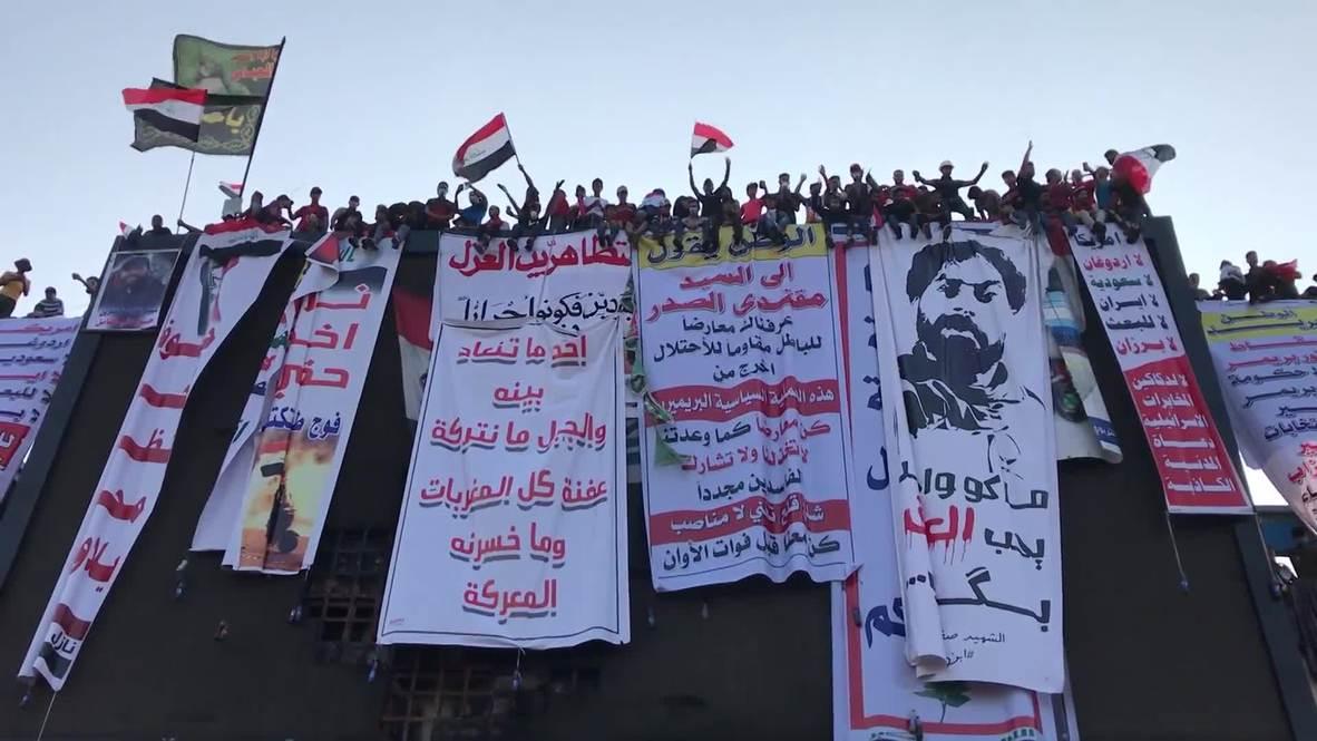 العراق: عودة المتظاهرين إلى ساحة التحرير وسط بغداد رغم فرض حظر التجول