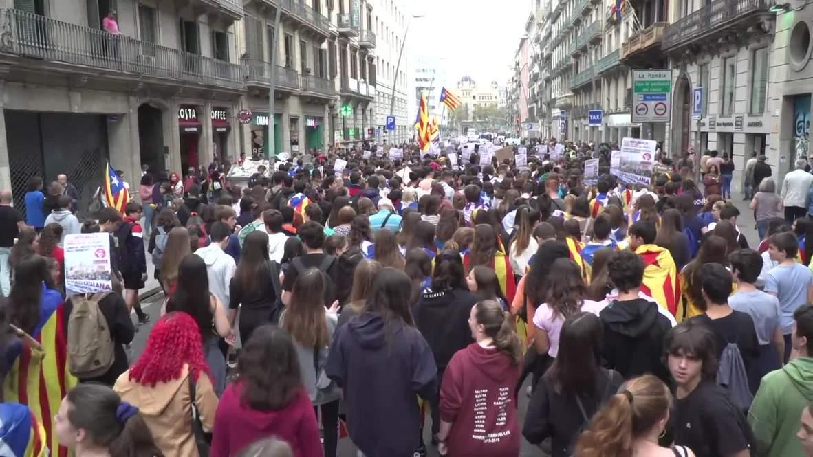 """España: Cientos de estudiantes toman las calles de Barcelona reclamando """"la república de los trabajadores y la juventud"""""""