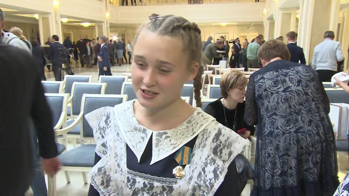 Россия: Награда нашла героя. Школьнице из Челябинской области вручили медаль за спасение ребенка