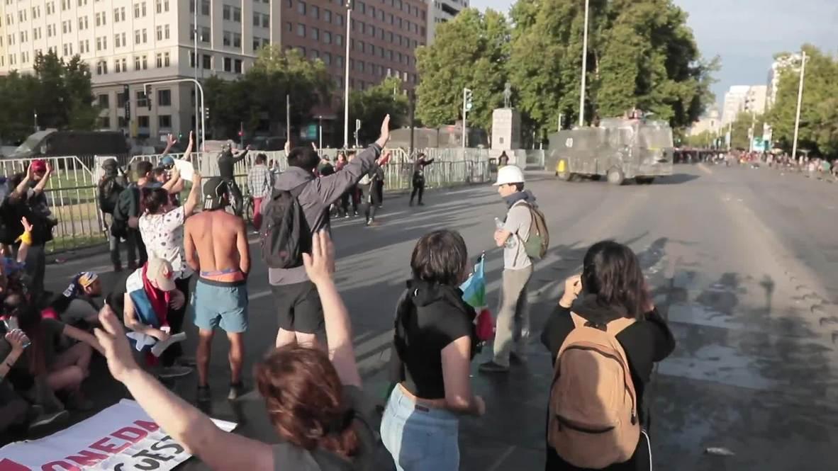 Chile: Manifestantes son recibidos con un cañón de agua tras marcha de dos días desde Limache