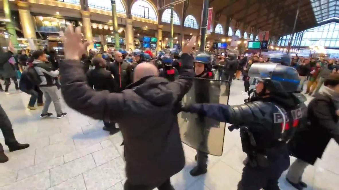 """Francia: """"Chalecos amarillos"""" ocupan estación de trenes de Gare du Nord en París"""