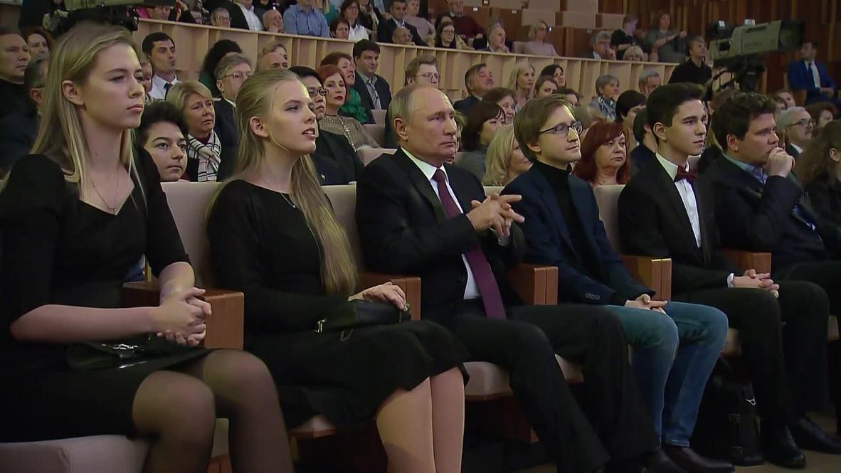 """Россия: """"Здорово!"""" – Владимир Путин посетил концерт симфонического оркестра"""
