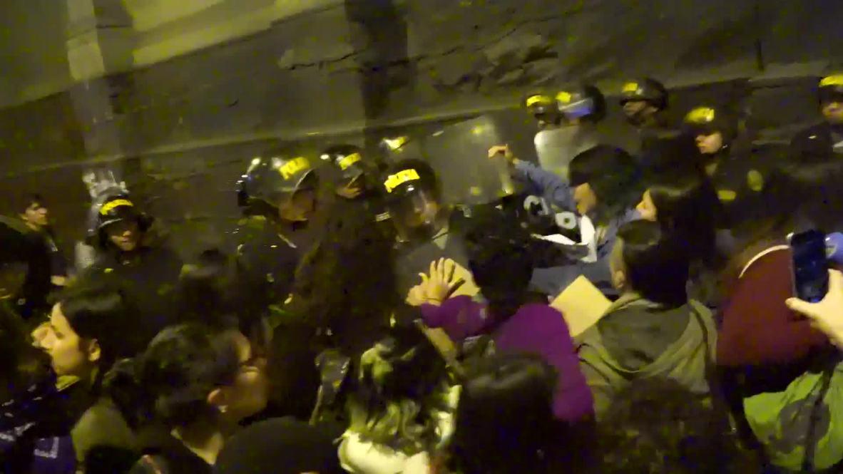Perú: Mujeres protestan por la presunta violación de una joven por parte de tres agentes de policía
