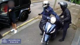 Reino Unido: Difunden vídeo del intento de robo a las estrellas del Arsenal Kolasinac y Ozil