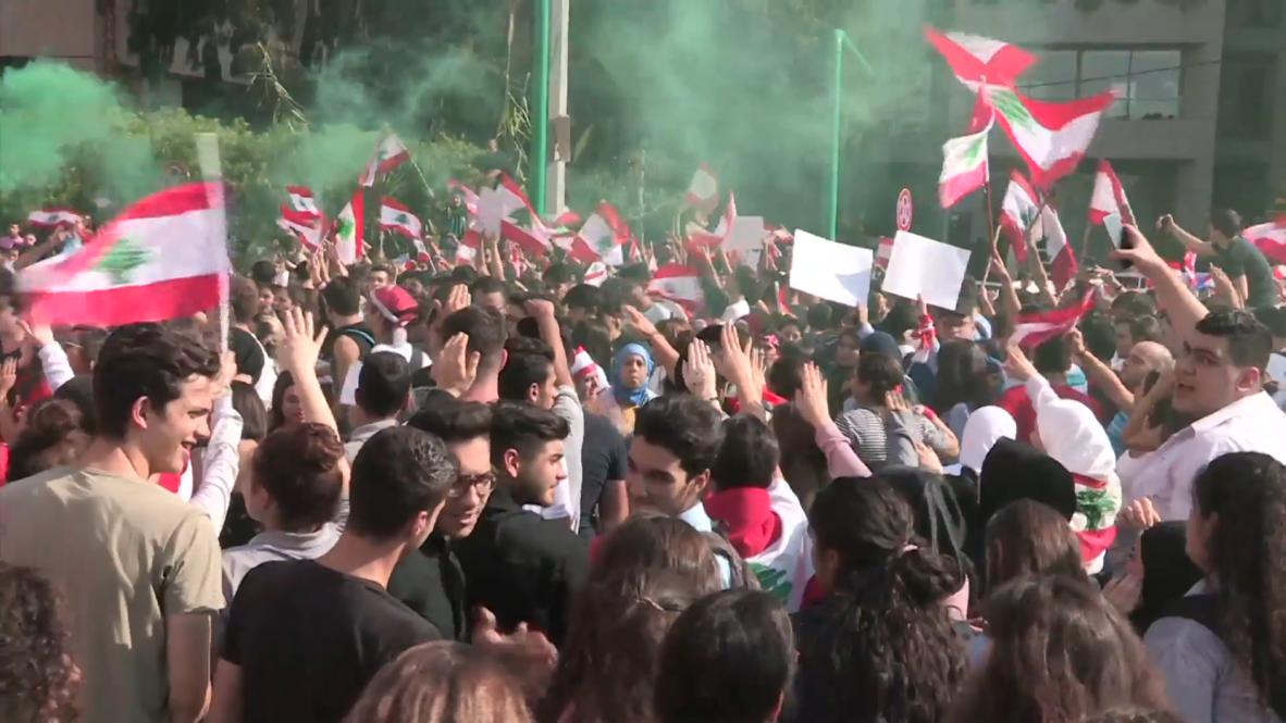 Lebanon: Schoolchildren protest outside ministry of education in Beirut