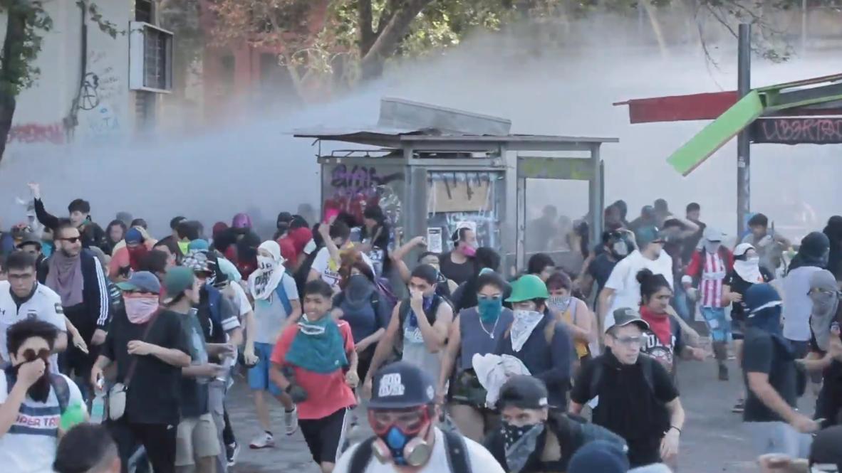 Chile: Policía usa cañones de agua para dispersar a manifestantes contrarios al Gobierno