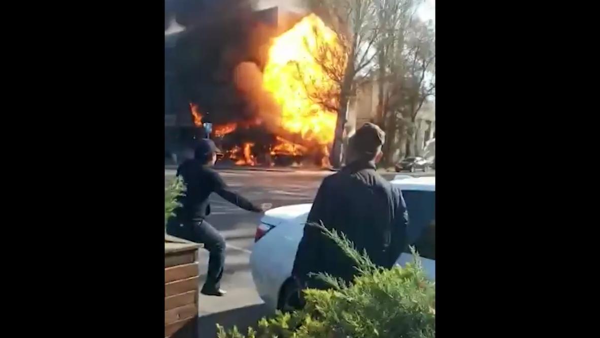 Киргизия: Момент взрыва в кафе в центре Бишкека попал на видео