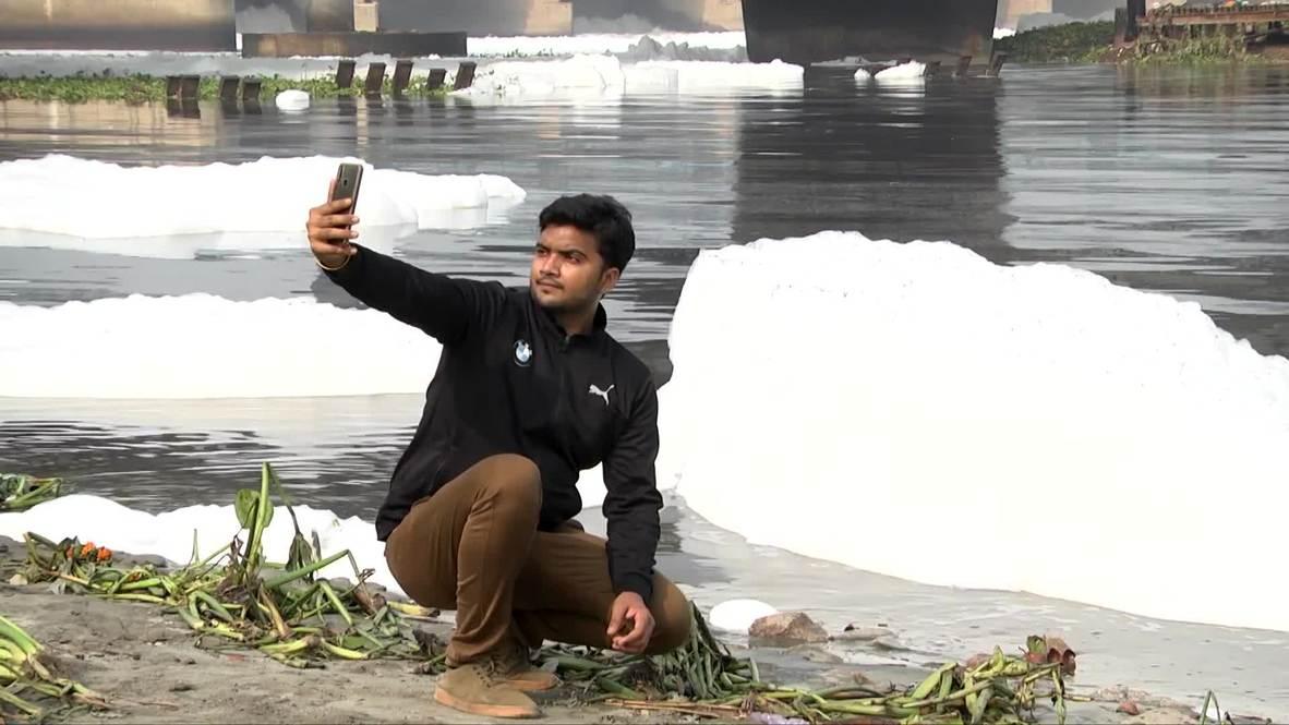 India: Crisis de contaminación en Nueva Delhi genera espuma tóxica en río Yamuna