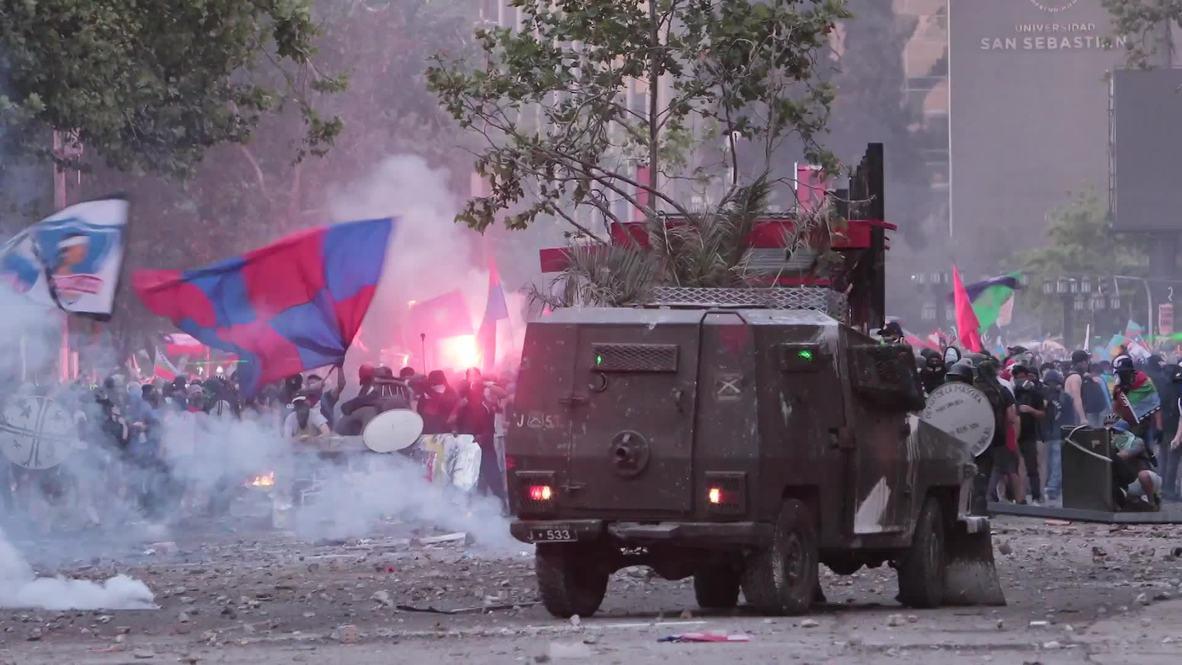 Chile: Policía reprime con cañones de agua a manifestantes en Santiago de Chile