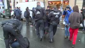 """Alemania: Marcha de autoproclamados """"chalecos amarillos"""" se encuentra con opositores *CORRECCIÓN*"""
