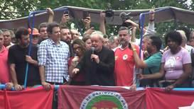 Brasil: Lula se dirige a sus simpatizantes en Sao Bernardo do Campo tras su liberación de prisión