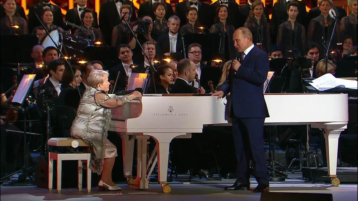 """Россия: """"Поколения наших граждан по жизни идут с вашей музыкой"""" – Путин на юбилее Пахмутовой"""