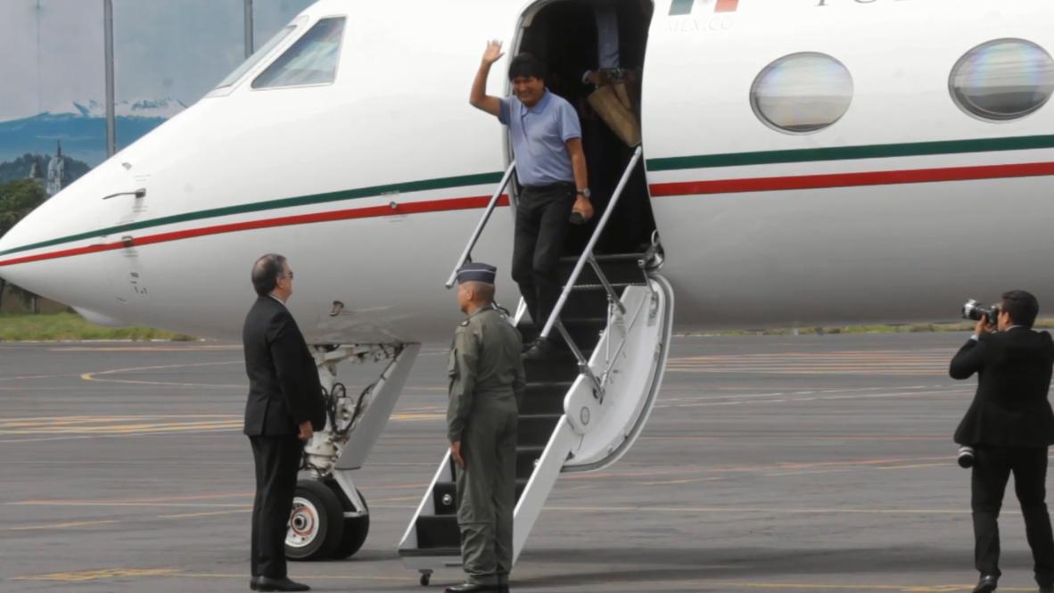 المكسيك: رئيس بوليفيا المستقيل موراليس يصل مطار مكسيكو بعد منحه اللجوء السياسي