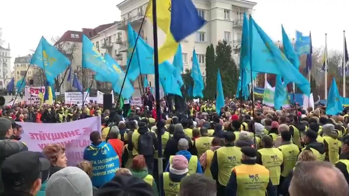 Украина: Железнодорожники вышли на акцию протеста к офису президента в Киеве