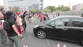 """Chile: """"¡El que baila pasa!"""" - Manifestantes participan en un nuevo y controvertido tipo de protesta"""
