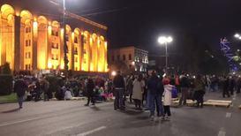 Грузия: Сотни человек собрались на акцию протеста у здания парламента в Тбилиси