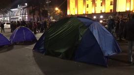 Грузия: Протестующие установили палатки возле здания парламента в центре Тбилиси