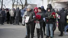 Россия: Погибшего при стрельбе в колледже Благовещенска студента похоронили в его родном селе