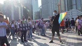 Hong Kong: Partidarios de Pekín piden orden después de la muerte de un trabajador durante disturbios