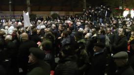Грузия: Тысячи людей митингуют, требуя отставки правительства