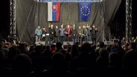 Slovakia: Thousands join anti-govt protest on 30th anniv. of Velvet Revolution