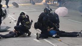 Hong Kong: Manifestantes detenidos mientras trataban de abandonar la Universidad Politécnica