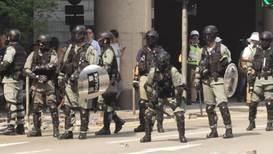 Hong Kong: Continuan los enfrentamientos entre la policía antidisturbios y los estudiantes